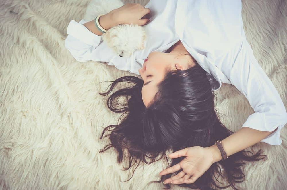 cbd improves sleep - picture of a woman sleeping